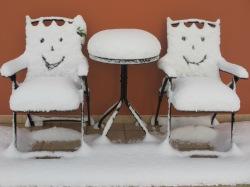 Smiley, snowy bistro set in Salento!