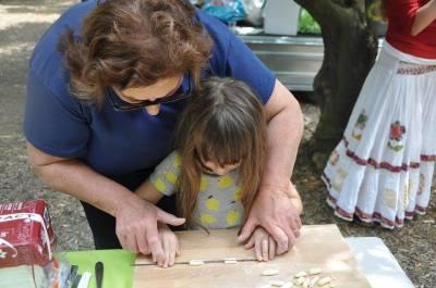 Mamma teaching a little girl the art of pasta making!