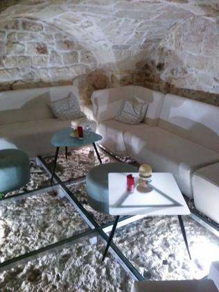 Underground Seating area Evò bar Ostuni
