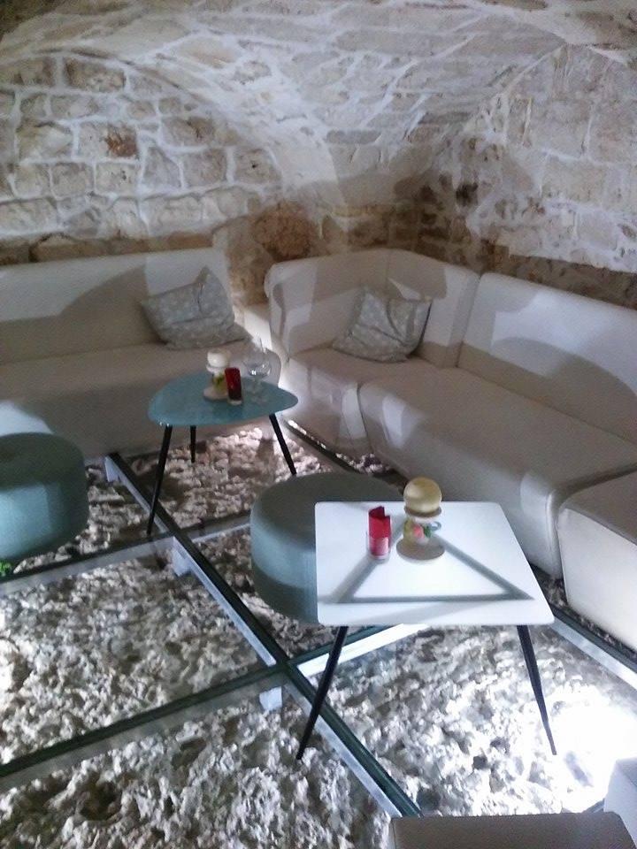 Underground Seating area Evò bar Ostuni