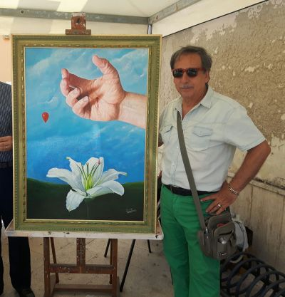 Alfredo Passante with his painting for AVIS: Promoting blood donations
